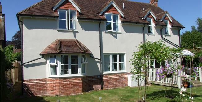 Guide Price £750,000, 3 Bedroom Detached House For Sale in Midhurst, West Sussex, GU29