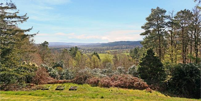 Guide Price £1,000,000, 4 Bedroom Detached House For Sale in Liss, Hampshire, GU33