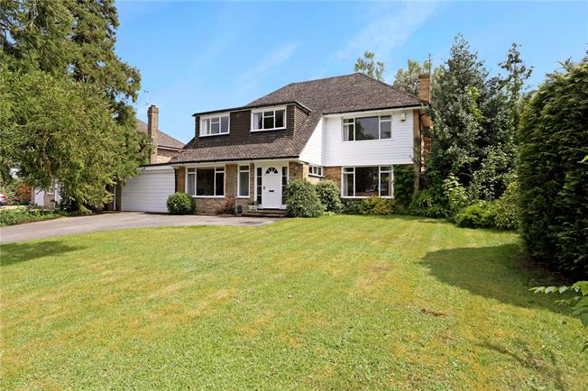 Guide Price £715,000, 4 Bedroom Detached House For Sale in Liphook, GU30