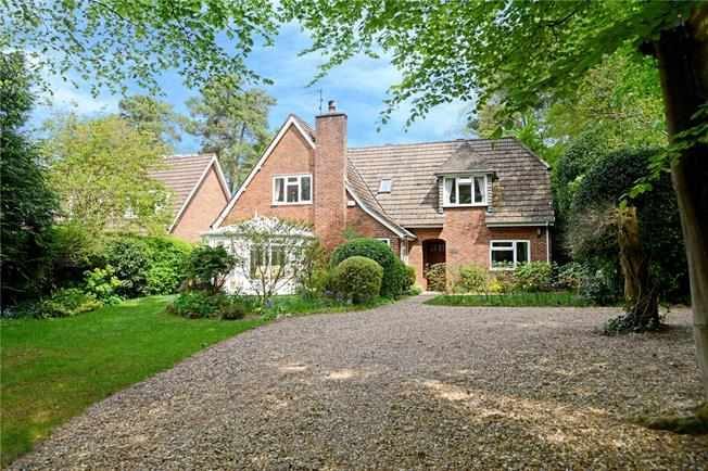 Guide Price £650,000, 4 Bedroom Detached House For Sale in Headley Down, GU35