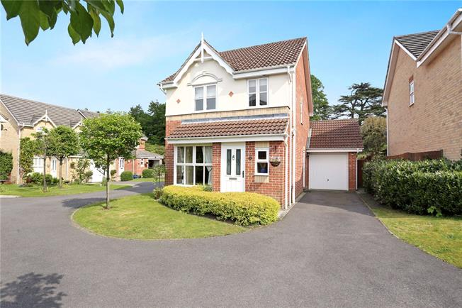 Asking Price £415,000, 3 Bedroom Detached House For Sale in Liphook, GU30