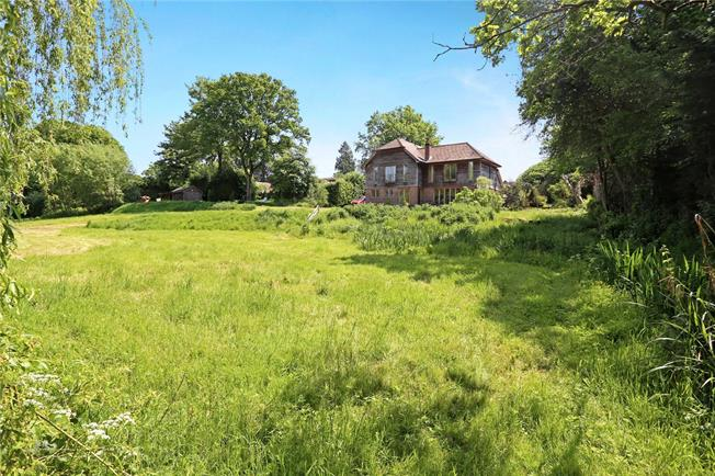 Guide Price £1,000,000, 4 Bedroom Detached House For Sale in Lindford, GU35