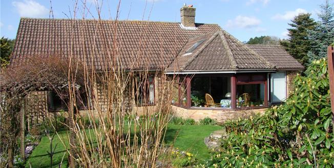 Guide Price £650,000, 3 Bedroom Bungalow For Sale in Bramshott, GU30