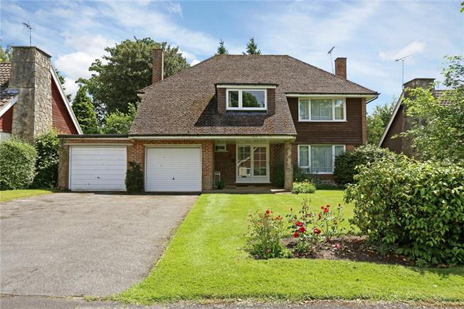 Asking Price £685,000, 4 Bedroom Detached House For Sale in Liphook, GU30