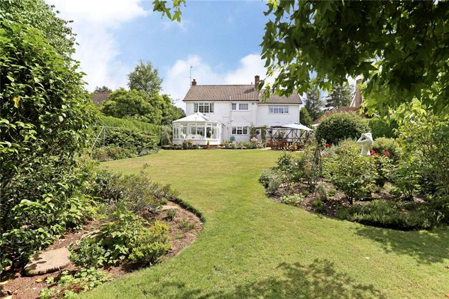 Guide Price £750,000, 5 Bedroom Detached House For Sale in Liphook, GU30
