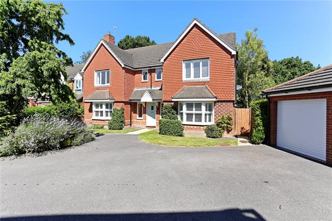 Guide Price £675,000, 5 Bedroom Detached House For Sale in Liphook, GU30