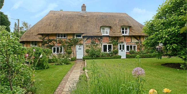 Guide Price £925,000, 3 Bedroom Detached House For Sale in Hampshire, GU32