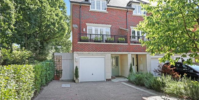 Guide Price £385,000, 4 Bedroom Semi Detached House For Sale in Hampshire, GU35