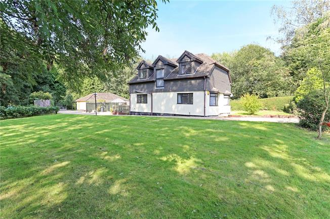 Guide Price £650,000, 4 Bedroom Detached House For Sale in Hampshire, GU30