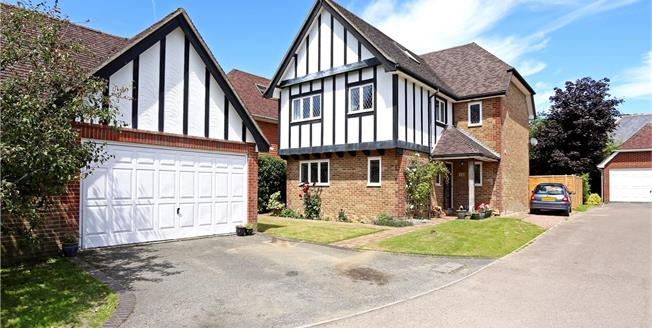 Guide Price £635,000, 5 Bedroom Detached House For Sale in Liphook, Hampshire, GU30