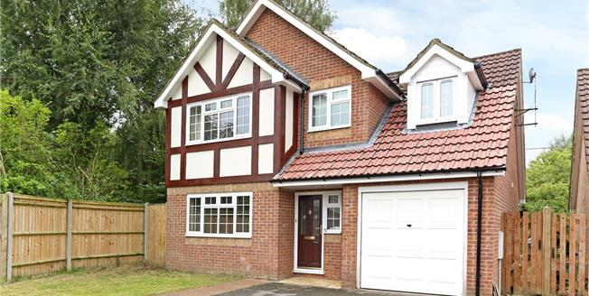 Guide Price £435,000, 4 Bedroom Detached House For Sale in Hampshire, GU35
