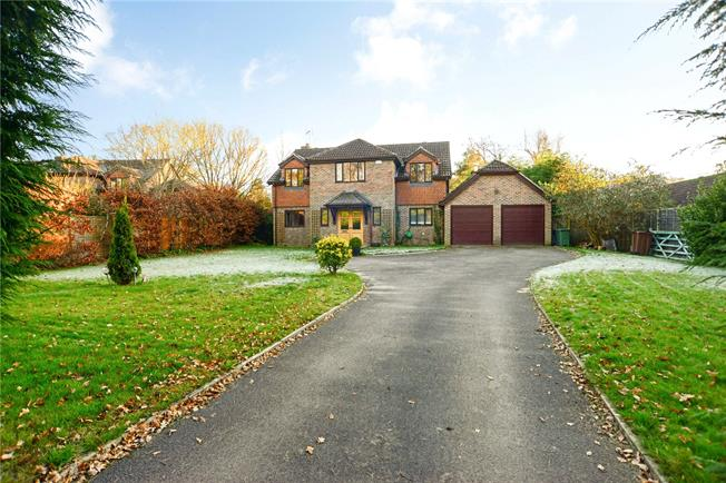 Guide Price £625,000, 5 Bedroom Detached House For Sale in Hampshire, GU30