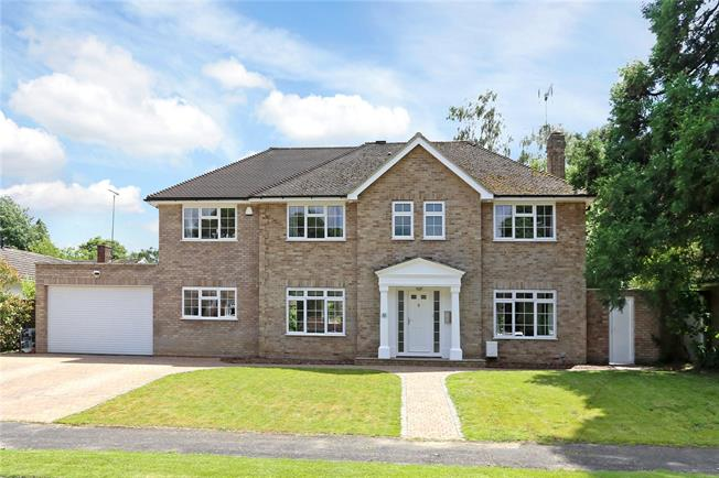 Guide Price £900,000, 5 Bedroom Detached House For Sale in Hampshire, GU30
