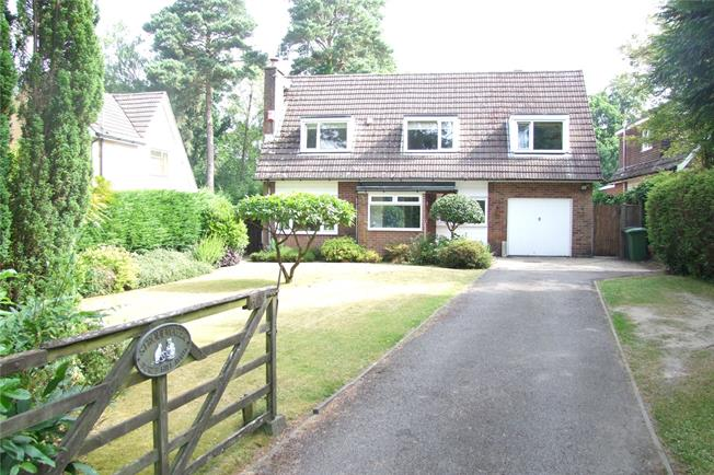 Guide Price £560,000, 5 Bedroom Detached House For Sale in Hampshire, GU35