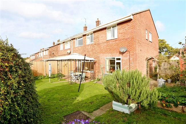 Guide Price £375,000, 4 Bedroom Semi Detached House For Sale in Lindford, GU35