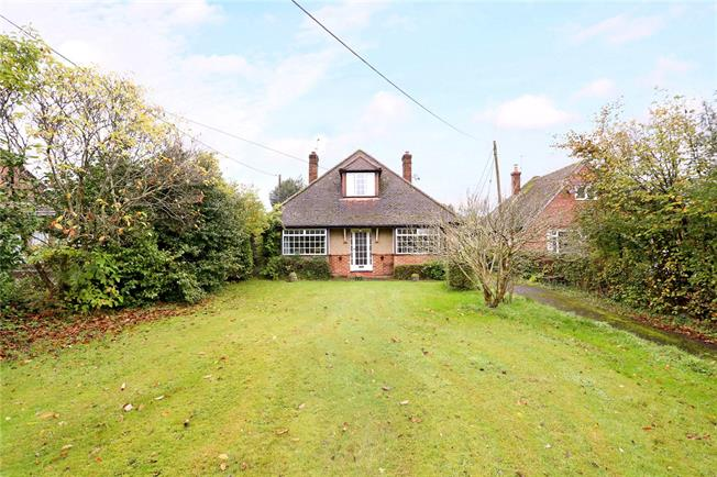 Guide Price £450,000, 2 Bedroom Bungalow For Sale in Hampshire, GU30