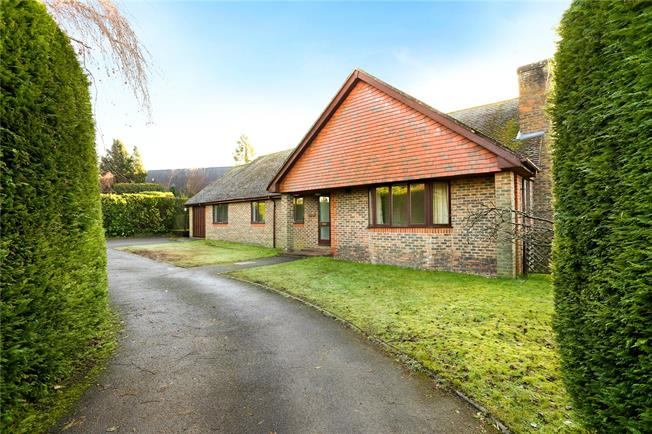 Guide Price £625,000, 4 Bedroom Bungalow For Sale in Hampshire, GU30