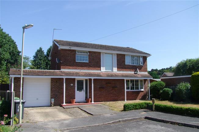 Guide Price £390,000, 3 Bedroom Detached House For Sale in Whitehill, GU35