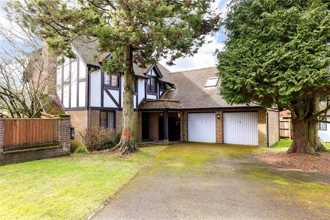 Guide Price £700,000, 4 Bedroom Detached House For Sale in Liphook, GU30