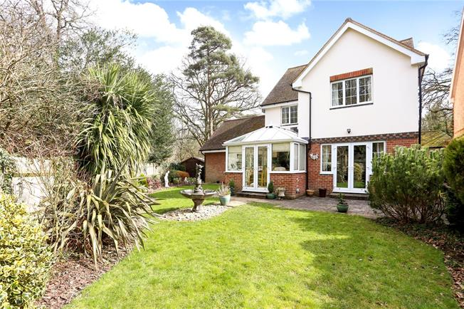 Guide Price £600,000, 4 Bedroom Detached House For Sale in Passfield, GU30