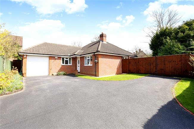 Guide Price £509,995, 3 Bedroom Bungalow For Sale in Liphook, GU30
