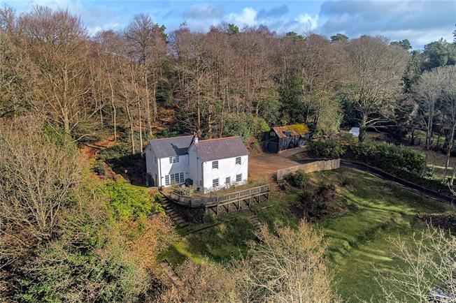 Guide Price £1,150,000, 5 Bedroom Detached House For Sale in Headley Down, GU35