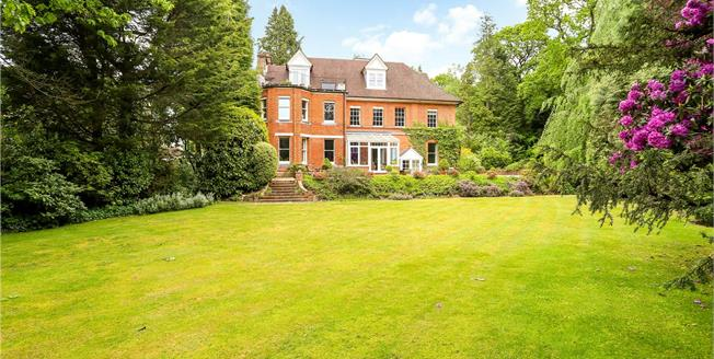 Guide Price £450,000, 3 Bedroom Flat For Sale in Hill Brow, Liss, GU33