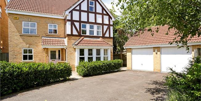 Guide Price £680,000, 6 Bedroom Detached House For Sale in Liphook, GU30