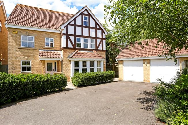Guide Price £680,000, 6 Bedroom Detached House For Sale in Hampshire, GU30