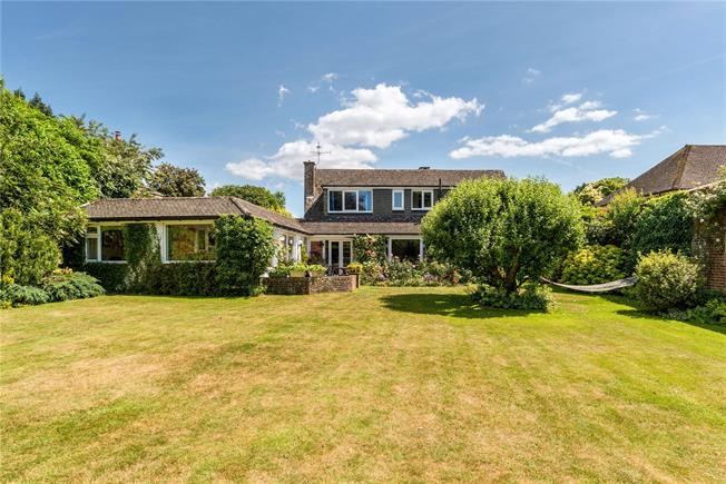 Guide Price £825,000, 4 Bedroom Detached House For Sale in Liphook, GU30