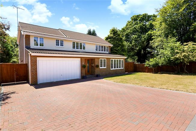 Guide Price £695,000, 5 Bedroom Detached House For Sale in Headley, GU35