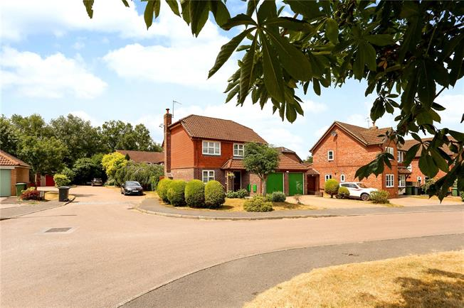 Guide Price £499,950, 4 Bedroom Detached House For Sale in Liphook, GU30