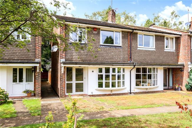 Guide Price £320,000, 3 Bedroom End of Terrace House For Sale in Liphook, GU30