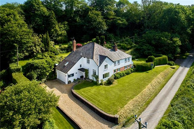 Guide Price £1,100,000, 5 Bedroom Detached House For Sale in West Harting, GU31