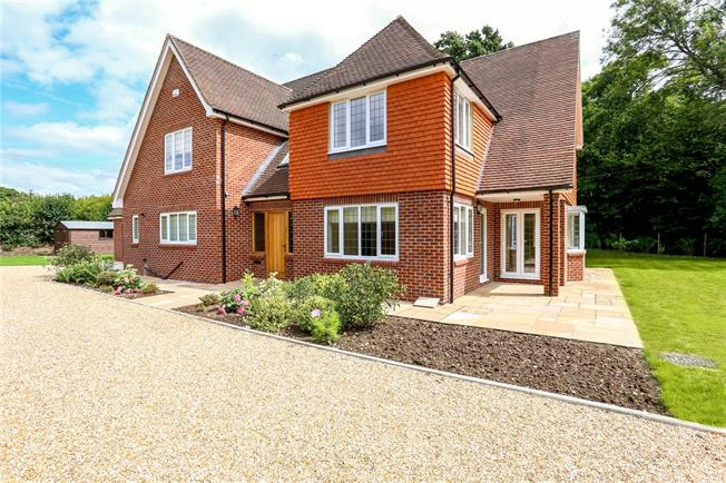 Guide Price £1,100,000, 4 Bedroom Detached House For Sale in Liss, GU33