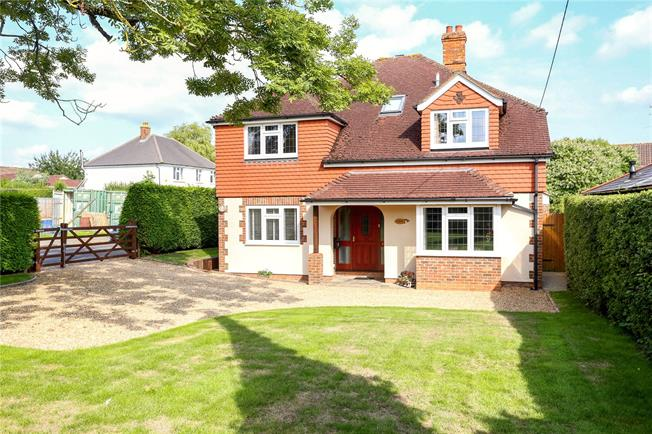 Offers in excess of £640,000, 5 Bedroom Detached House For Sale in Liphook, GU30