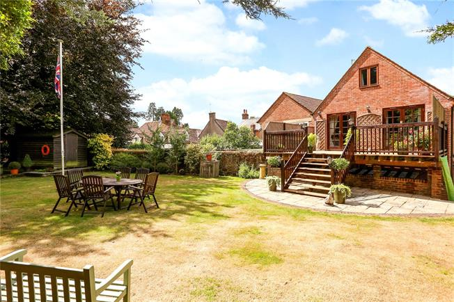 Guide Price £450,000, 4 Bedroom Flat For Sale in Hampshire, GU30