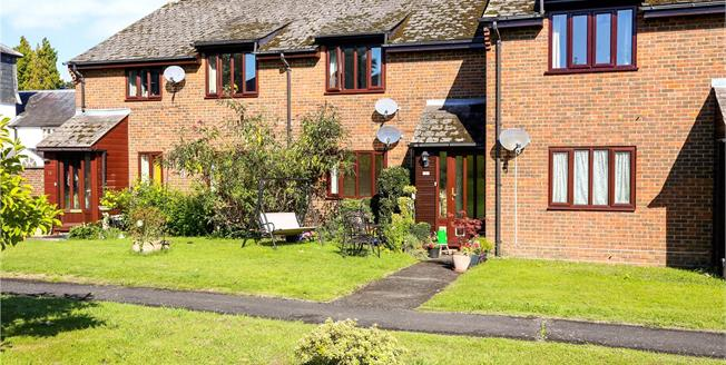 Offers in excess of £185,000, 1 Bedroom Flat For Sale in Liphook, GU30
