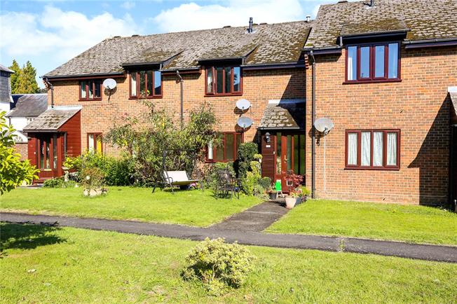 Offers in excess of £185,000, 1 Bedroom Flat For Sale in Hampshire, GU30