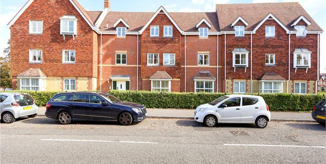 Asking Price £239,950, 2 Bedroom Flat For Sale in Liphook, GU30
