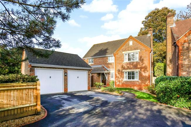 Guide Price £520,000, 4 Bedroom Detached House For Sale in Lindford, GU35