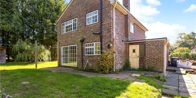 Asking Price £395,000, 3 Bedroom Detached House For Sale in Hampshire, GU30