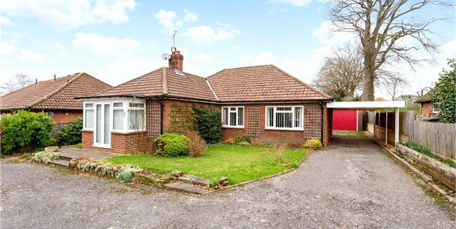 Guide Price £535,000, 3 Bedroom Bungalow For Sale in Liphook, GU30
