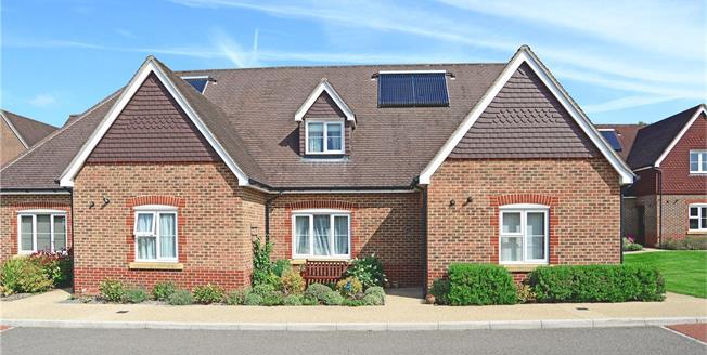 Asking Price £399,995, 3 Bedroom Semi Detached House For Sale in Liphook, GU30