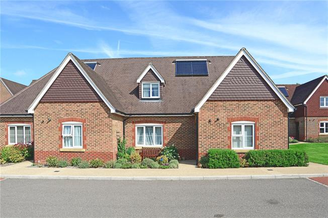 Asking Price £399,995, 3 Bedroom Semi Detached House For Sale in Liphook, Hampshire, GU30