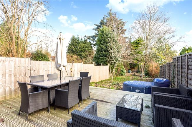 Guide Price £340,000, 2 Bedroom Semi Detached House For Sale in Liphook, GU30