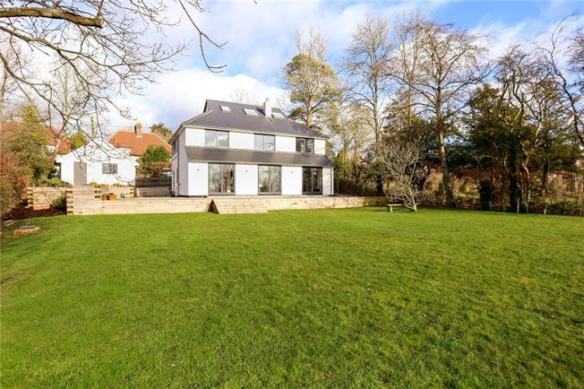 Guide Price £1,100,000, 5 Bedroom Detached House For Sale in Steep, GU32
