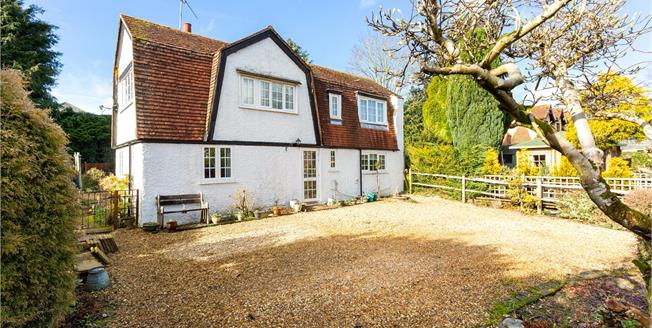 Guide Price £475,000, 3 Bedroom Detached House For Sale in Liphook, GU30