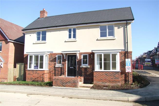 Asking Price £575,000, 4 Bedroom Detached House For Sale in Liphook, Hampshire, GU30