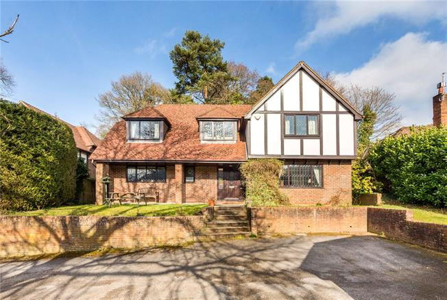 Guide Price £700,000, 4 Bedroom Detached House For Sale in Headley Down, GU35